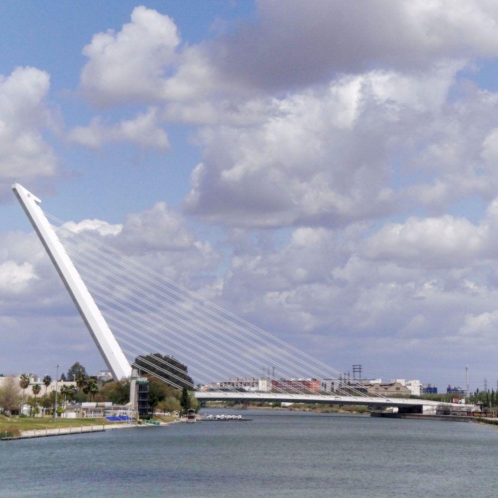 Puente del Alamillo. Antes sóloe stuvo el puente de barcas