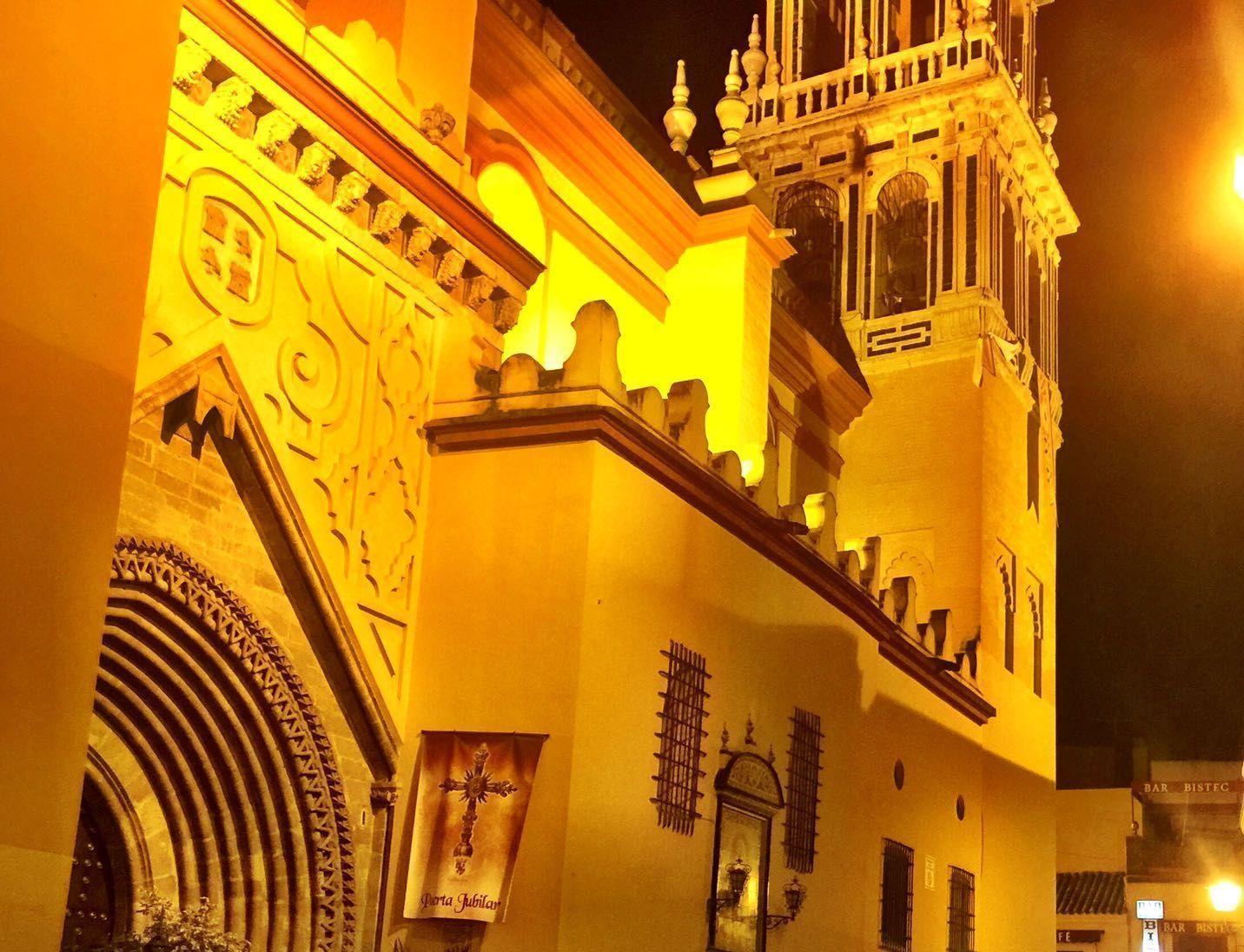 Iglesia de Santa Ana en Triana. Fotografía nocturna. Página web Sevilla Mágica y Eterna.
