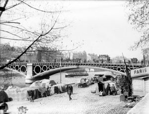 Puente del Carrousel de París (1834), hoy desaparecido, que sirvió como modelo para construir el de Triana o de Isabel II en Sevilla.
