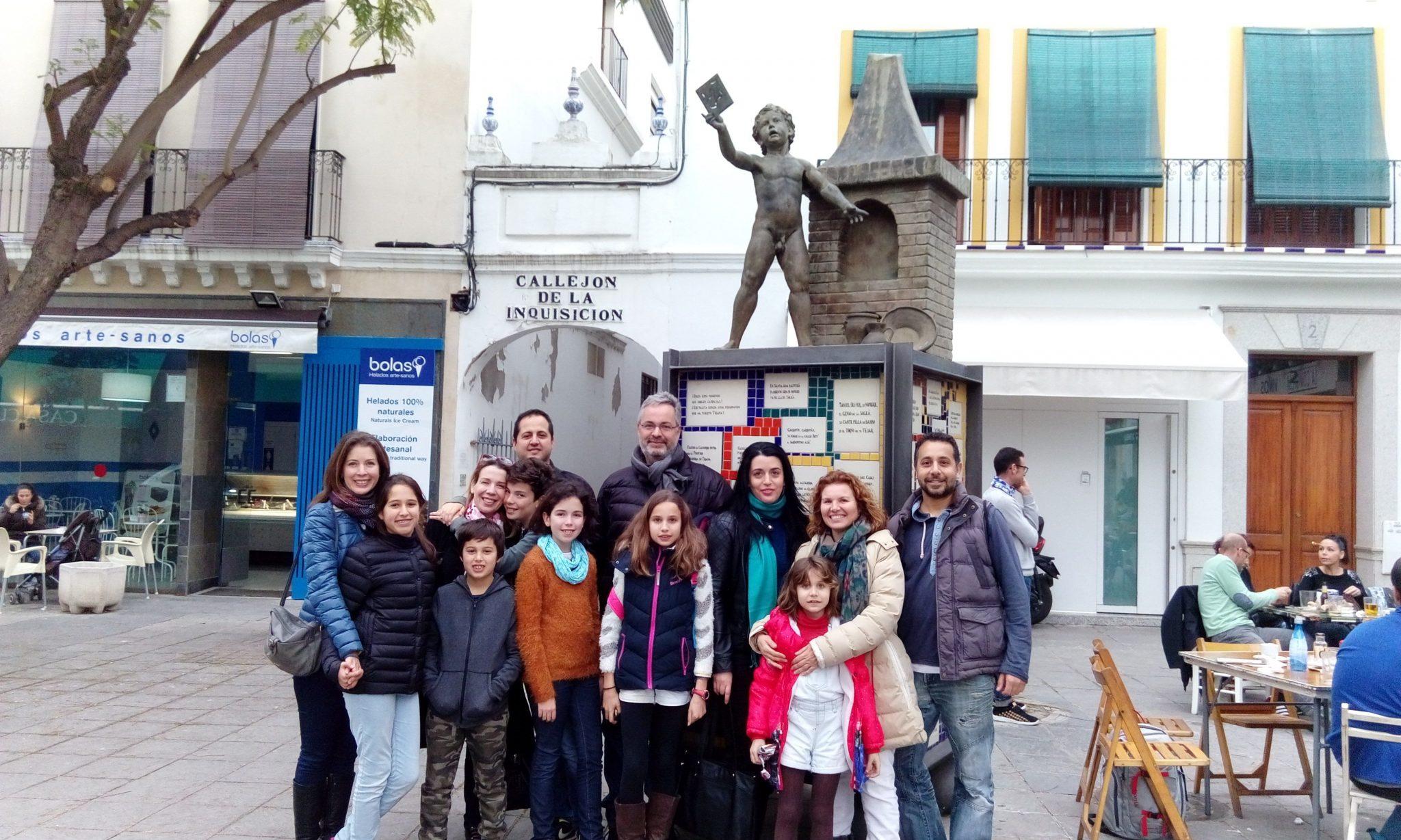 Sevilla Mágica y Eterna. Quiénes somos. Fotografía grupo. Experiencia Cultural. Rutas, visitas guiadas, tours, Sevilla.Triana Pura Magia y Leyenda. Sevilla Mágica y Eterna.