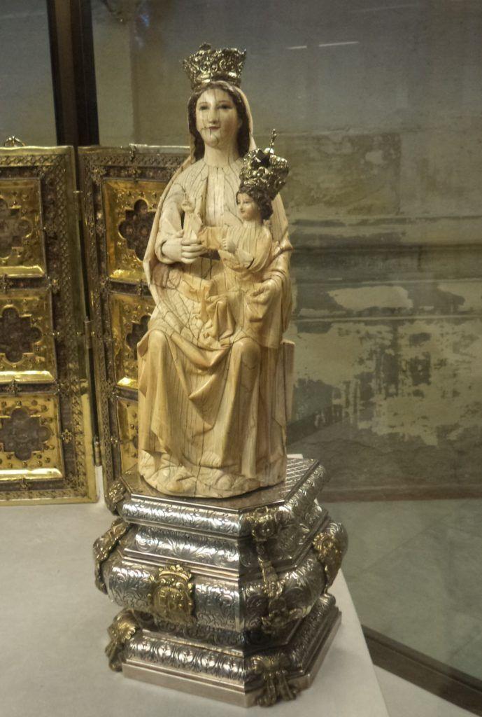 virgen de las batallas, la virgen de las Batallas, la virgen del Arzón, virgen de marfil de la catedral hispalense